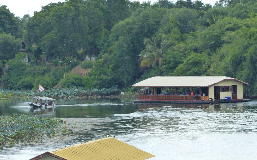 21 plovoucí houseboaty a restaurace